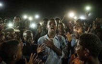 Phóng viên Nhật đoạt Ảnh của năm Giải ảnh báo chí thế giới với cuộc nổi dậy ở Sudan