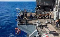 Mỹ sơ tán hàng ngàn thủy thủ khỏi tàu sân bay vì COVID-19