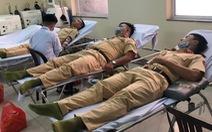 Nhóm CSGT hiến máu cứu người trong mùa dịch COVID-19