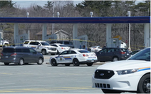 Hung thủ lái xe cảnh sát, xả súng giết người ở Canada, ít nhất 16 người chết