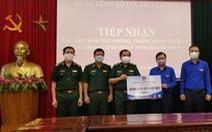 20.000 cuốn sổ tay gửi tặng bộ đội ngày đêm chống dịch nơi biên giới