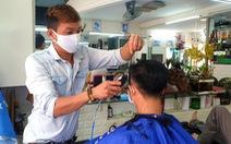 TP.HCM: Vừa hết cách ly, khách nhanh chóng đi cắt tóc, uống cà phê