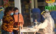 TP.HCM ngưng lấy mẫu xét nghiệm sàng lọc COVID-19 tại sân bay, nhà ga