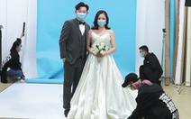 Chờ mãi mới hết phong tỏa, nhiều cặp đôi Vũ Hán đăng ký kết hôn gấp
