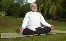 Thủ tướng Ấn kêu dân ở nhà tập Yoga, uống nước nóng chống virus corona