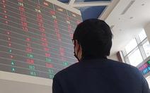 Chứng khoán bị 'cuốn trôi' 20.449 tỉ đồng vốn hóa, khối ngoại bán ròng