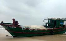 Phát hiện tàu cá có chữ Trung Quốc trôi dạt vào bờ biển