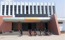 Đình chỉ giám đốc trung tâm văn hóa huyện mang chuông bán đồng nát