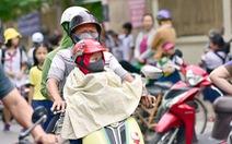 Dịp lễ, TP.HCM, Hà Nội ngày nắng nóng, chiều tối có mưa dông nguy hiểm