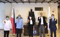 Ông Johnathan Hạnh Nguyễn tặng 750.000 khẩu trang cho Philippines