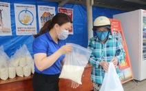 Quét mã QR để lấy quà miễn phí giữa Sài Gòn