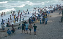 Khác biển Vũng Tàu không bóng người, biển Phan Thiết lại đông vui