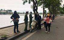 Ba người đầu tiên ở Hà Nội bị phạt vì ra đường không có lý do cần thiết