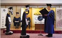 Dùng robot đại diện nhận bằng đại học, chuyện chỉ có 'thời corona'