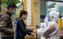 Sàng lọc, khai báo tiền sử dịch tễ ngay cổng ra vào Bệnh viện Phụ sản trung ương