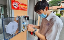 Học sinh Lê Hồng Phong làm máy rửa tay tự động tặng cho trường