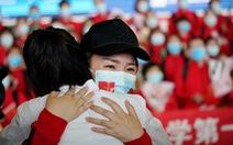 Trung Quốc chính thức dỡ bỏ phong tỏa Vũ Hán, hàng ngàn người đổ tới ga tàu