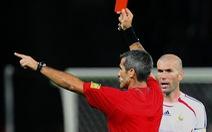 Ai là 'cha đẻ' của thẻ vàng, thẻ đỏ trong bóng đá?