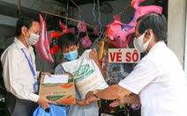 TP.HCM: Gần 9 tỉ đồng trợ cấp đến tay người bán vé số