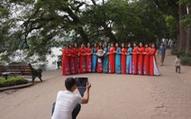 Nhiều người ở Hà Nội không còn đeo khẩu trang nơi công cộng