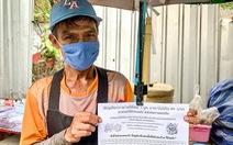 Trả trước tiền cơm cho người nghèo ở Thái