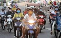 Ra đường là phải bật đèn xe máy 24/24 có hợp lý?