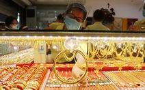 Giá vàng thế giới giảm, đi ngược dự báo