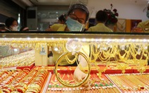 Giá vàng thế giới tiến gần mốc 50 triệu đồng/lượng