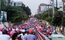 Dòng xe và người 'khủng khiếp' trên đường Nguyễn Kiệm, Nguyễn Thái Sơn