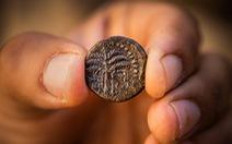 Israel phát hiện đồng tiền cổ bằng đồng 1.900 năm tuổi tại Jerusalem