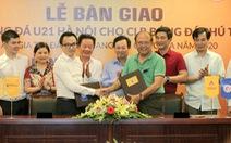 'Bầu' Hiển tặng đội U21 Hà Nội cho CLB bóng đá Phú Thọ