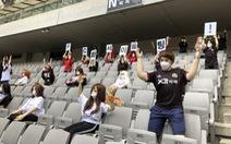 Chùm ảnh K-League sử dụng 'Búp bê bơm hơi' để khán đài không...quá lạnh