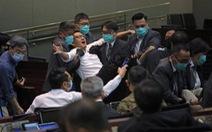 Các nghị sĩ Hong Kong ẩu đả vì luật cấm xúc phạm quốc ca Trung Quốc