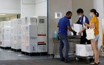 Vì COVID-19, phụ nữ Malaysia ở Singapore phải gửi sữa về quê nhà nuôi con
