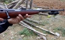 Hai băng nhóm hỗn chiến ở quận Bình Tân, 2 người đi đường trúng đạn