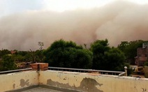 Video: Bão cát khủng khiếp quét qua Ấn Độ