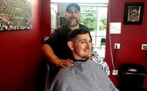 Vì phong tỏa, phải lái xe gần 1.000 cây số tìm… tiệm hớt tóc