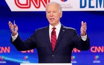 Thay đổi chiến thuật, ông Biden vượt ông Trump về tỉ lệ ủng hộ