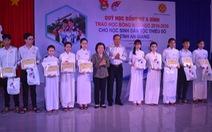 Trao tặng 47 suất học bổng Vừ A Dính cho học sinh người dân tộc Chăm