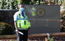 300 vụ ho, khạc nhổ, tấn công cảnh sát, nhân viên y tế Anh trong dịch COVID-19