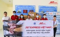 J&T Express tặng nhu yếu phẩm cho người bại liệt, người già neo đơn