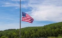 Ông Trump chỉ đạo treo cờ rủ tưởng niệm nạn nhân COVID-19