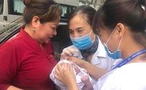 Đường tắc, thai phụ vào sinh ở phòng tiêm chủng