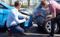 'Lỗi bên tôi, công ty bảo hiểm bồi thường xe bên kia và sửa cả xe tôi'