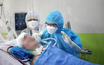 Phi công người Anh rơi nước mắt khi được các bác sĩ Bệnh viện Chợ Rẫy chăm sóc