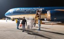 297 người Việt từ UAE về Cần Thơ được đưa đi cách ly