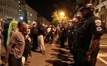 Ông Trump lên án người biểu tình 'vượt bang', cân nhắc điều quân đội xử lý cứng rắn