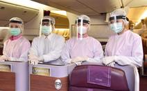 Thời dịch COVID-19, tiếp viên hàng không trông đẹp lạ