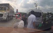 Cãi vã nhau, tài xế xe khách lấy dao chém tài xế taxi trên quốc lộ 1