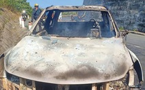 Phát hiện thi thể chết cháy trong xe bán tải bên vệ đường